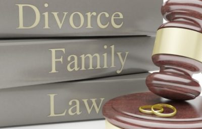 family law image of books and gavel